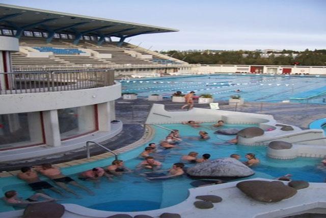 Laugardalslaug地热游泳池