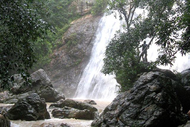 目的地 亚洲 泰国 苏梅岛 帕雅寺  84 7 欣拉瀑布靠近纳通镇,可沿着