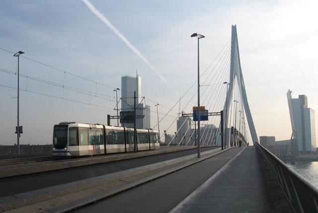伊拉斯谟桥(天鹅桥)