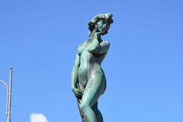阿曼达铜像