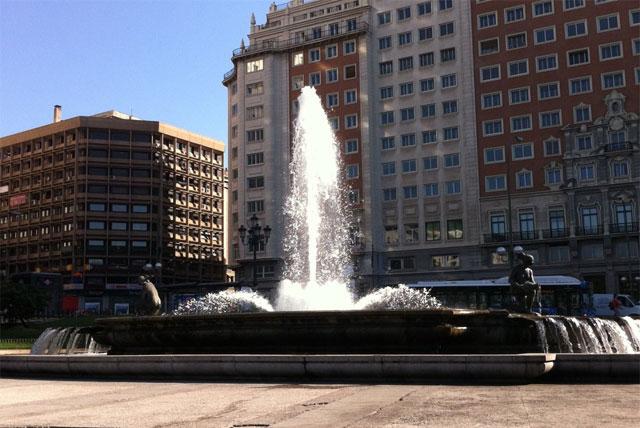 伊莎贝拉・拉・卡托利亚广场