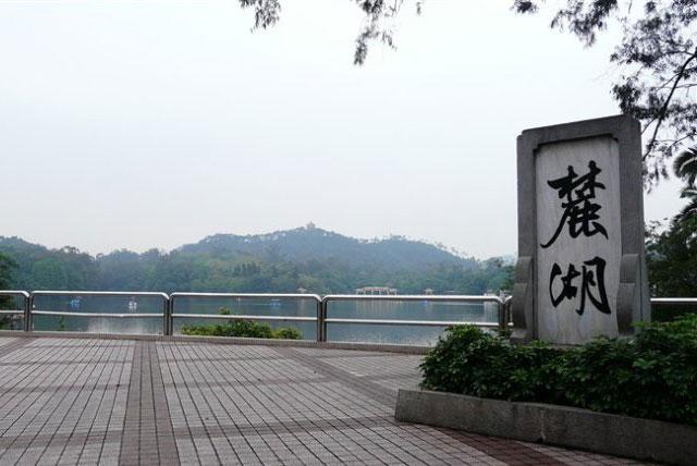 麓湖公园位于白云山风景区南麓