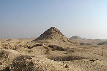 乌塞尔卡夫金字塔