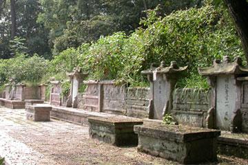 蟹钳形山古墓