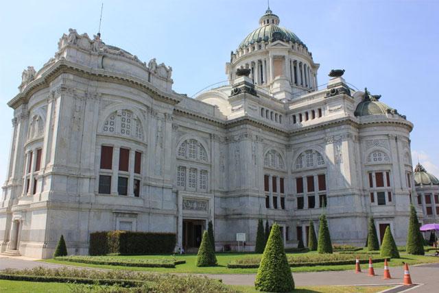 杜喜宫属于中西结合的建筑风格