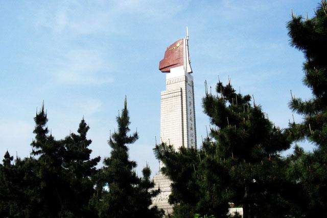 八一南昌起義紀念塔坐落在江西省南昌市區中心的人民廣場南端.