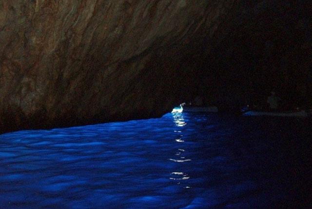 卡普里蓝洞