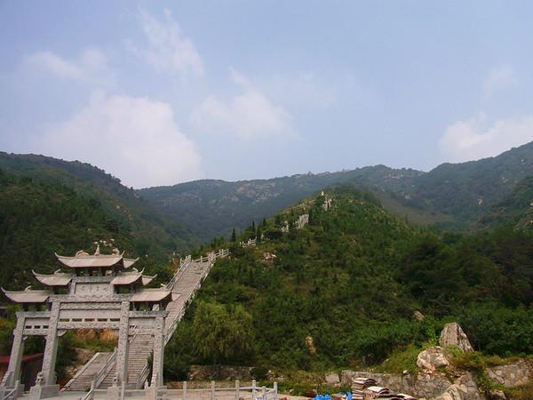 36 14 水帘峡风景区位于济南市历城区的柳埠镇.