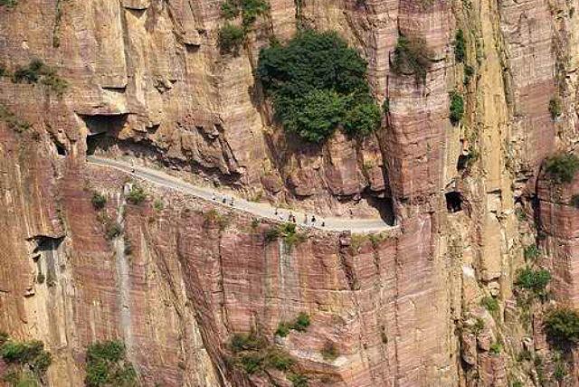 悬崖洞饶游乐园
