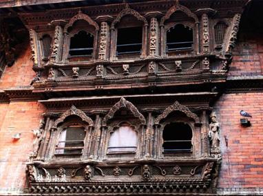 复杂精美的雕刻 -- 尼泊尔之活女神庙