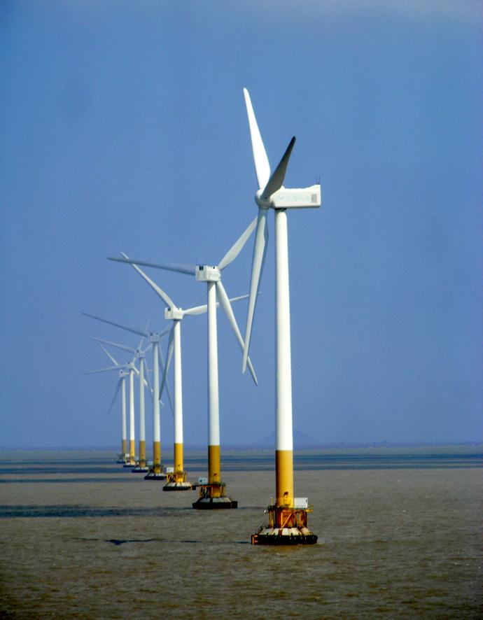 东海大桥往外看的风力发电机
